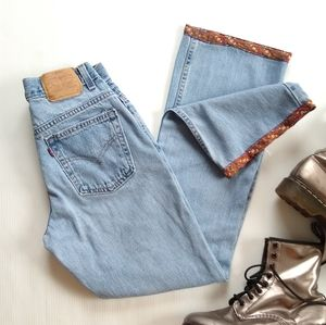 Vintage Levi's • faded Lightwash midrise jeans